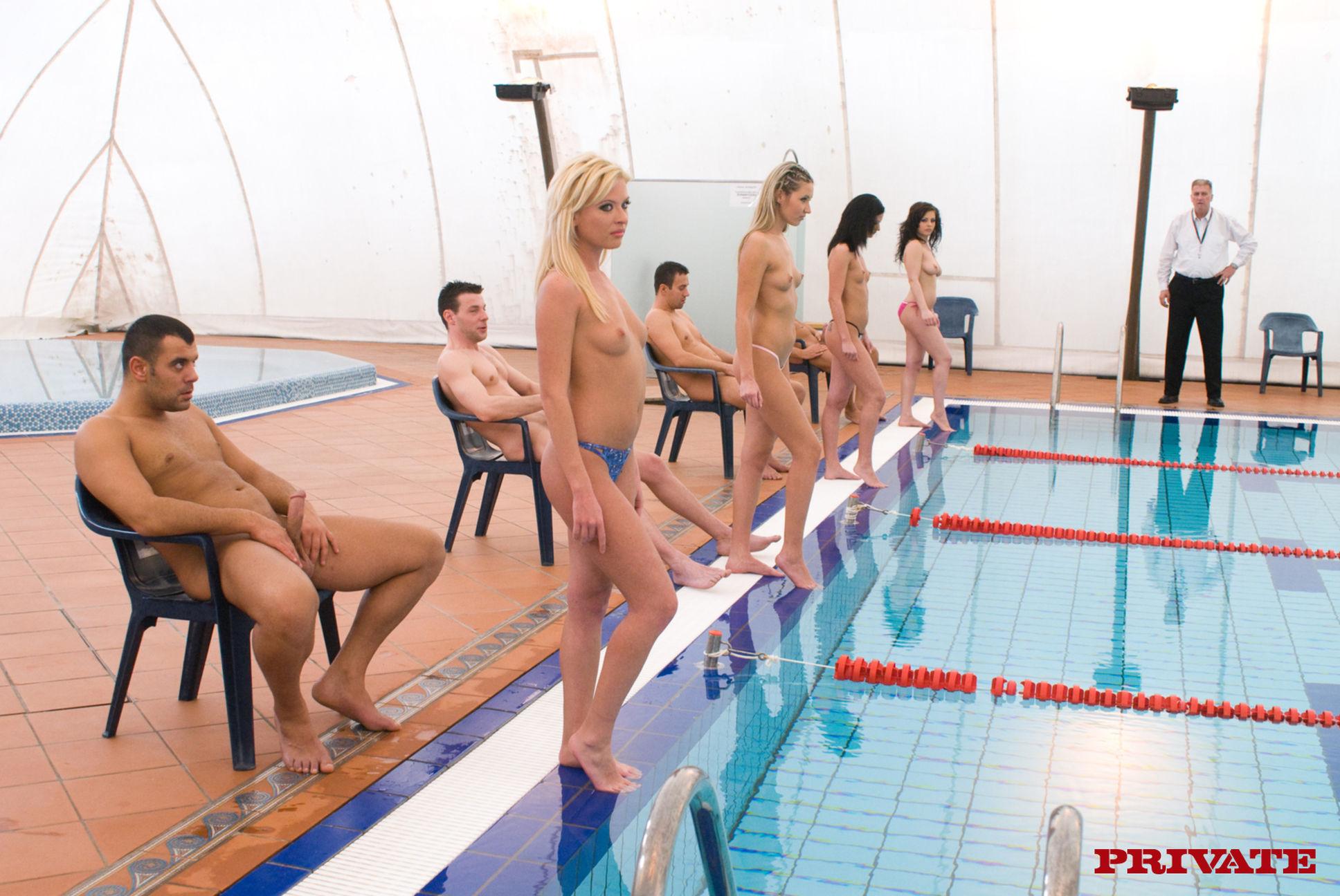 Секс в спортивном зале группой 18 фотография