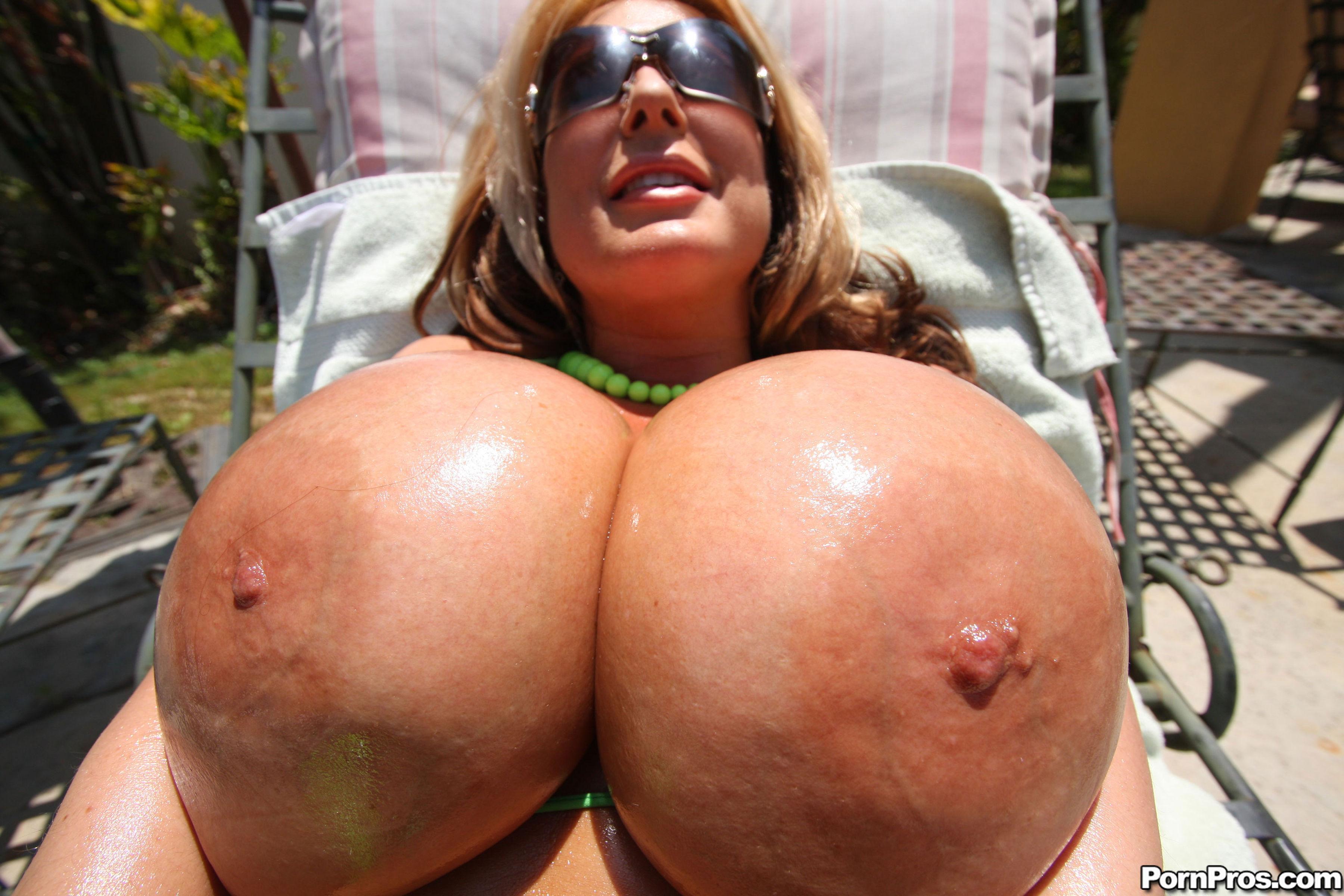 Страшные бабы с большими сиськами 14 фотография