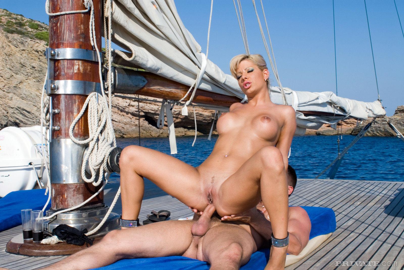 трах на яхте порно видео порно видео фото