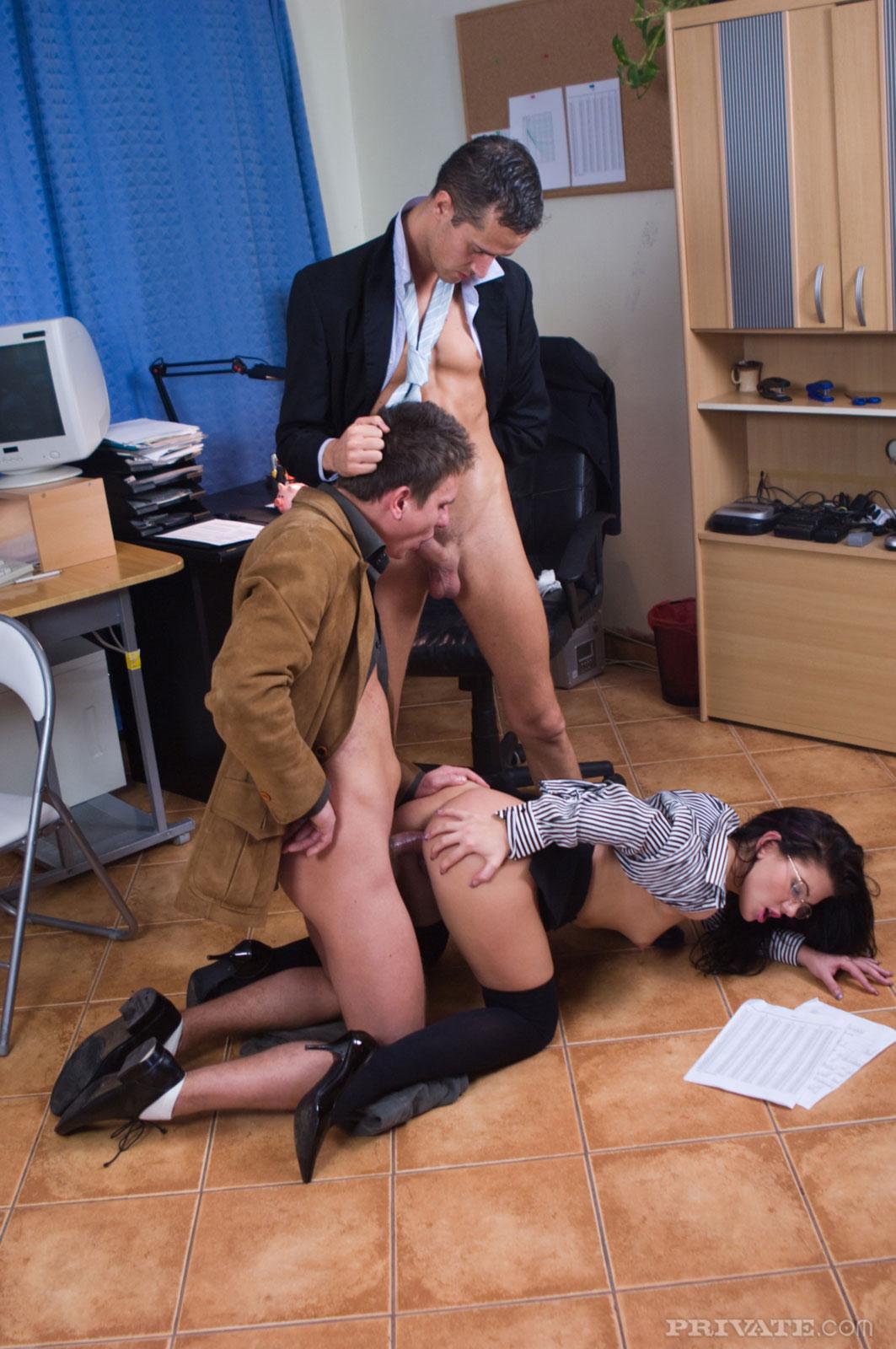 Секс с пьяными секретаршами