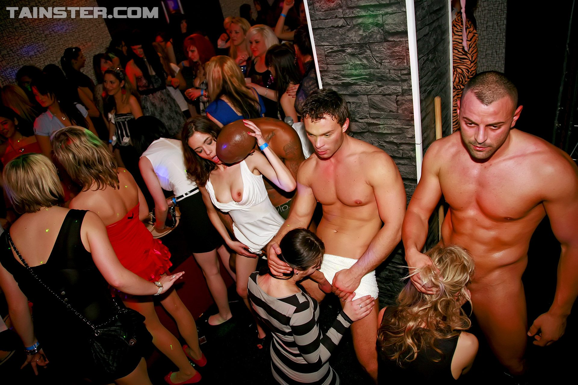 Cfnm hen party with drunk cougars 8
