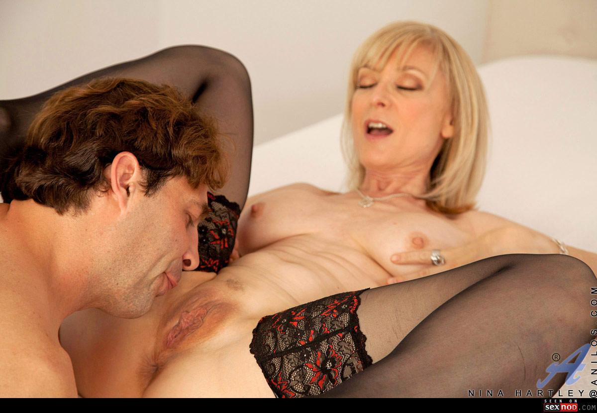 Секс в чулках с ниной хартли 2 фотография