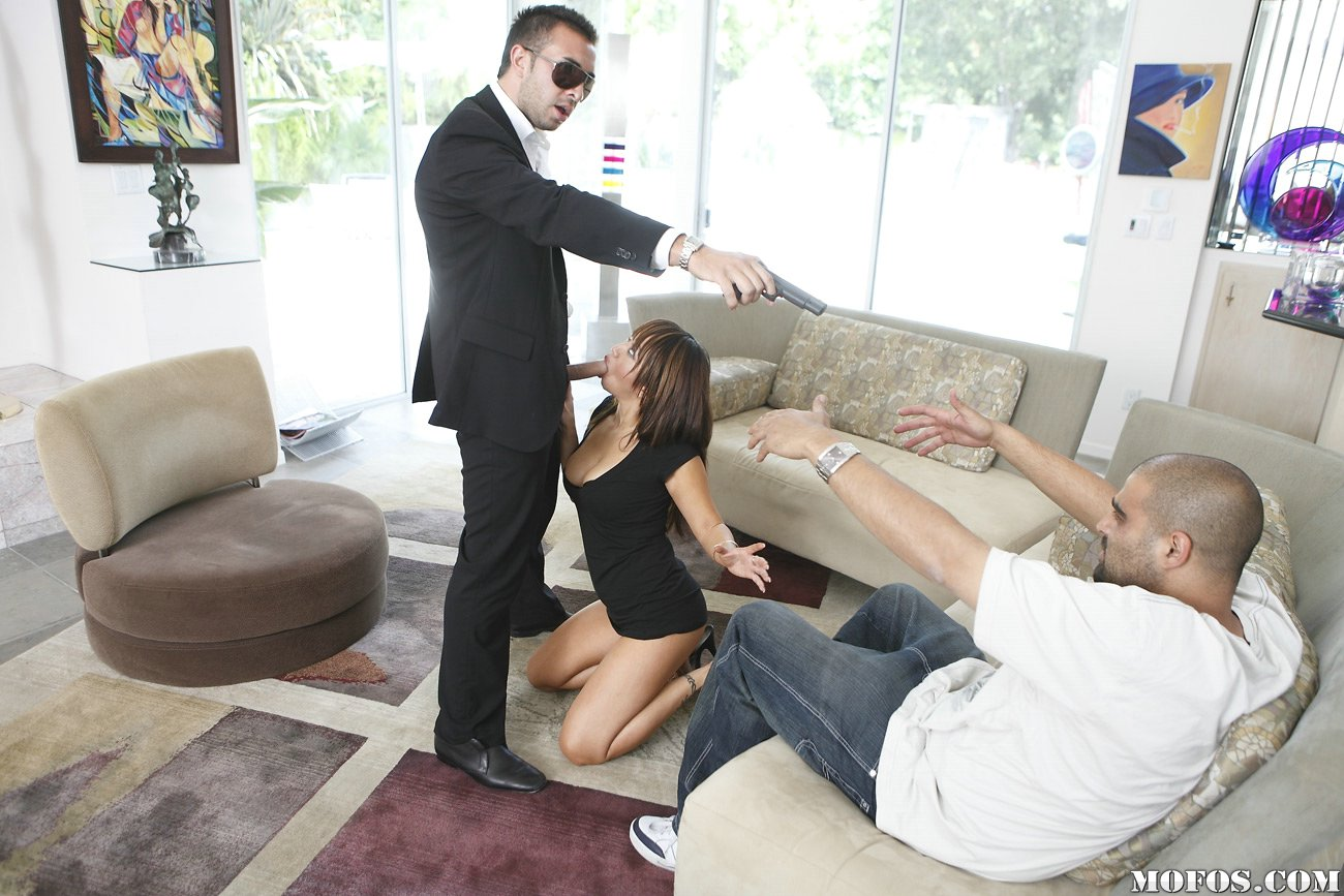 Уговорил жену трахнуть с другом 23 фотография