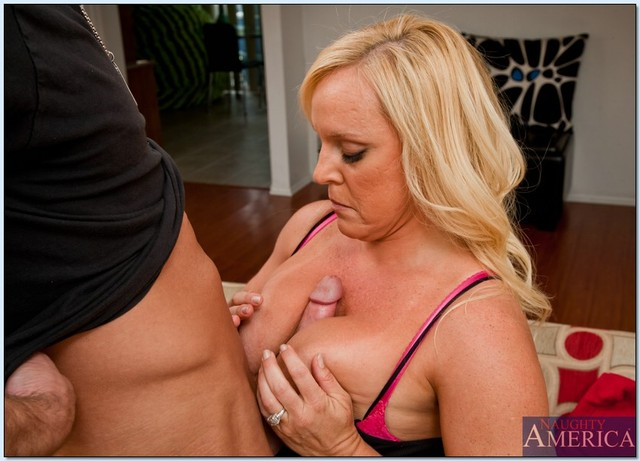 alexis golden hardcore hardcore mom pics busty pictures gives alexis golden titjob