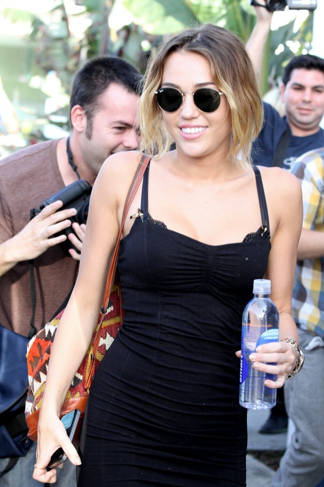 sexy upskirt shots sexy pics black upskirt short dress miley cyrus