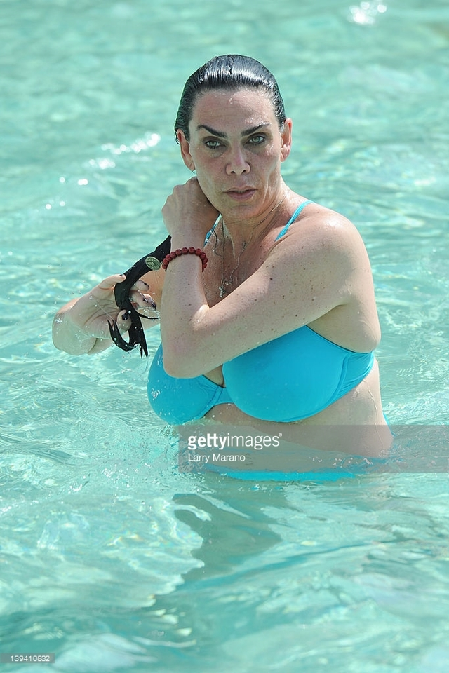 wifes hot pictures photo picture son rock photos hard news poolside pose wifes poses detail renee mob graziano seminole