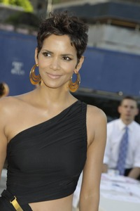 Dress Upskirt Pics halle berry reveal pantyless upskirt fifi awards nyc dress pussy