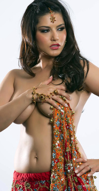 Porn Pics Latest large southdreamz bigg boss sunny leone toplesss stills hot sexy kiss porn star page