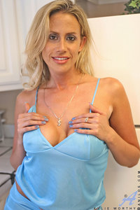 Kylie Worthy Hardcore media galleries kylie worthy milf exposed