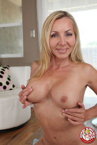 Lisa Demarco Hardcore mbb lisademarco premium lisa demarco shapely blonde milf satisfies boy‑toy cravings